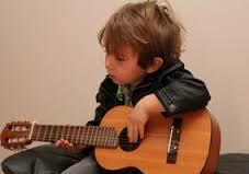 kis play a guitar